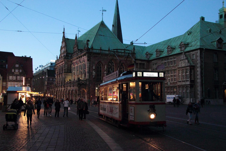http://www.nachtbahner.de/Fotos/2013-11-03%203530%20&%20701%20Stadionverkehr%20&%20Freimarkt/2013-11-03%203530%20&%20701%20%2811%29.JPG