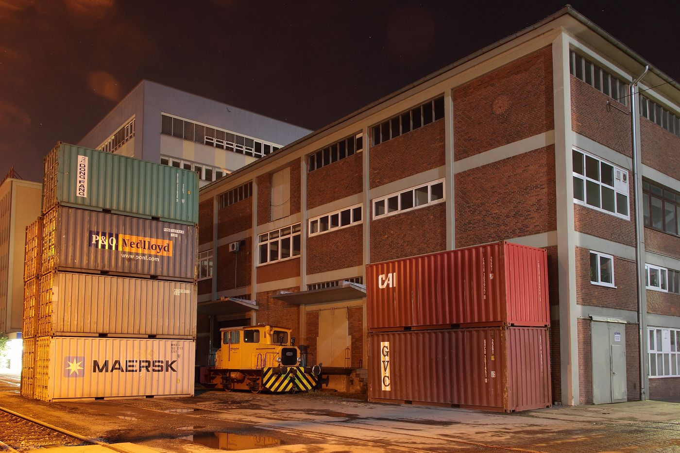 http://www.nachtbahner.de/Fotos/2014-01-10%20Industrieh%C3%A4fen/k-IMG_0569_Industrieh%C3%A4fen%2010.01.14%20%281%29.JPG
