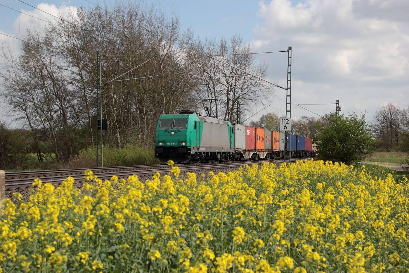 http://www.nachtbahner.de/fotos/2014-04-11%20Hochbetrieb%20in%20HB-Mahndorf/k-IMG_2805%20Mahndorfer%20Raps%20%288%29.JPG