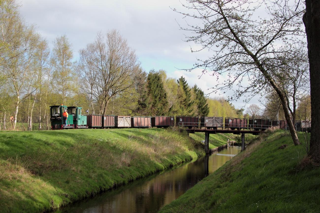 http://www.nachtbahner.de/Fotos/2014-04-15%20Torftour%20im%20Elbe-Weser-Dreieck/k-IMG_3138%20Torftour%20im%20Elbe-Weser-Dreieck%2015.04.14%20(2).JPG
