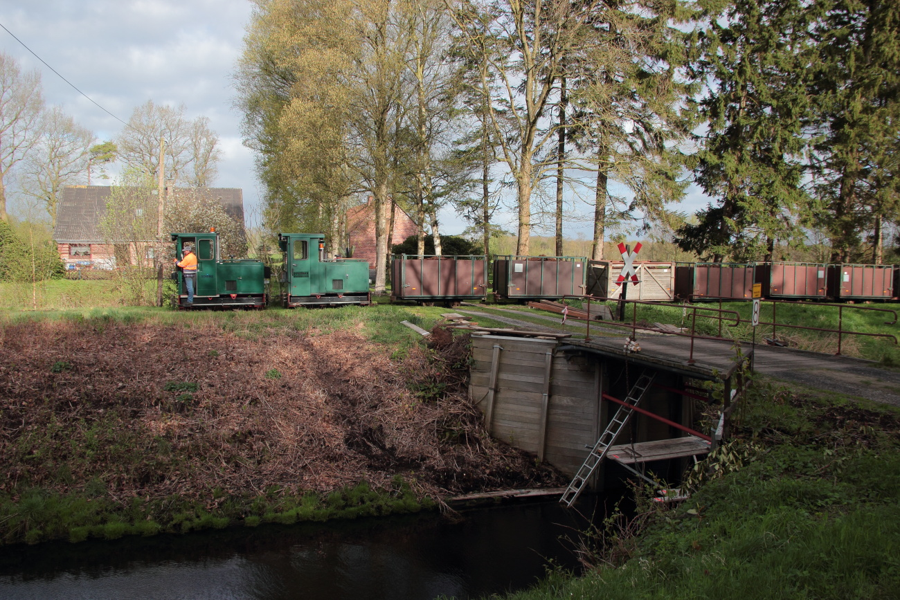 http://www.nachtbahner.de/Fotos/2014-04-15%20Torftour%20im%20Elbe-Weser-Dreieck/k-IMG_3147%20Torftour%20im%20Elbe-Weser-Dreieck%2015.04.14%20(3).JPG