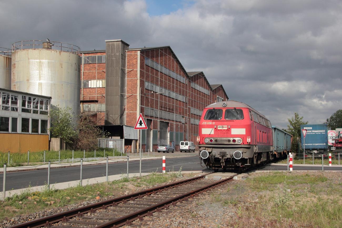 http://www.nachtbahner.de/Fotos/2014-06-13%20LWB%20225%20806%20Industrieh%c3%a4fen/k-IMG_7761%20LWB%20225%20806%20Industrieh%c3%a4fen%2013.06.14%20(1).JPG